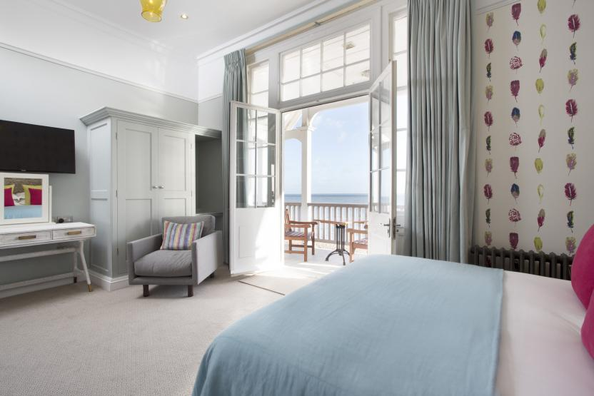 Royal Hotel, Deal - Feature Room