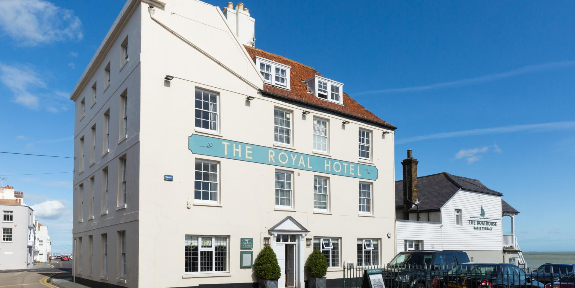 Royal Hotel, Deal